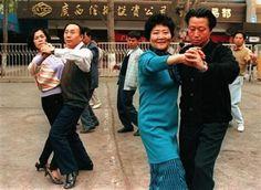 外媒镜头下90年代中国人的生活变迁(3)_时光机_视觉摄影_千华网