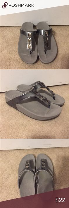 0e7a9f70242c9 Gray Fitflops with Sequins Footbed is slightly worn