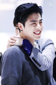 Is it only me or june ikon does look like gong yoo? Chanwoo Ikon, Kim Hanbin, Hip Hop, Yg Entertainment, Bobby, Ikon Member, Koo Jun Hoe, Warner Music, Jay Song