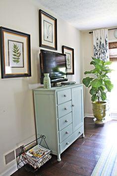 master-bedroom-TV.jpg 512×768 pixels