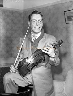 08 March 1959 Sean Maguire (Belfast), Traditional Fiddler at 55 Griffith Avenue, Dublin.