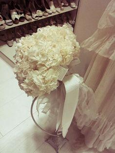 真っ白な紫陽花のブーケ