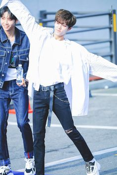 My Prince, Beautiful Boys, Ships, Kpop, Fashion, Happiness, Cute Boys, Moda, Boats