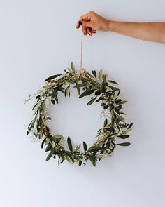 How do Scandinavians decorate their homes for Christmas? We're sharing the best Christmas decorations including tree ornaments, tableware, floral design, and even alternative Christmas trees! Scandinavian Christmas Decorations, Scandi Christmas, Indoor Christmas Decorations, Minimalist Christmas, Noel Christmas, Simple Christmas, Winter Christmas, Christmas Swags, Burlap Christmas