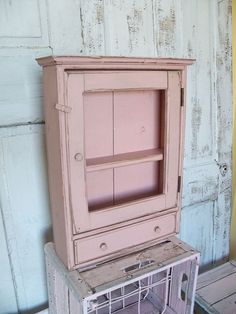 Vintage shabby chic pink wooden wall cupboard by AnitaSperoDesign, $94.00 wand kast kastje