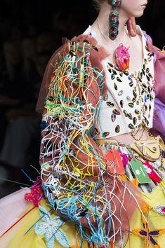 Matty Bovan at London Fashion Week Spring 2019 Matty Bovan at London Fashion Week Spring 2019 – Details Runway Photos Fashion Week, Diy Fashion, Runway Fashion, London Fashion, Fashion Show, Fashion Outfits, Womens Fashion, Fashion Design, Matty Bovan