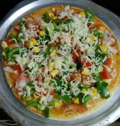 Cheesy veg pizza
