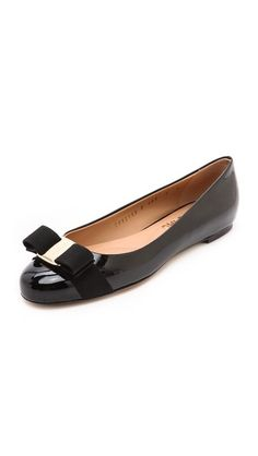 ¡Consigue este tipo de bailarinas de SALVATORE FERRAGAMO ahora! Haz clic para ver los detalles. Envíos gratis a toda España. Salvatore Ferragamo Varina Flats: Rich patent leather lends polished appeal to these classic Salvatore Ferragamo flats. A grosgrain bow loops through the polished logo medallion, and the padded footbed offers extra comfort. Nonslip rubber patch at leather sole. Leather: Calfskin. Made in Italy. (bailarinas, bailarina, manoletina, manoletinas, bailarina yute atada…