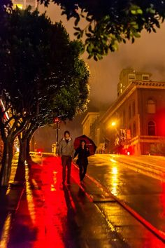 Powell street at night in the rain in san Francisco