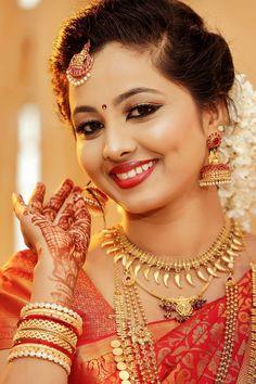 Kerala Bride, Punjabi Bride, South Indian Bride, Beautiful Bollywood Actress, Beautiful Indian Actress, Beautiful Bride, Beautiful Women, Wedding Couple Pictures, Saree Jewellery
