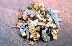 With some generous helpings of sage, cloves, and orange peel, our Lazy Sunday smoke plank has a subtle but distinct aroma. It is great when you don't want the smokiness to overwhelm the flavor or seasoning of your foods.