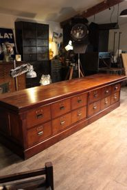 Grand cabinet along old trade around 1900 mahogany and solid pine has 12 large drawers
