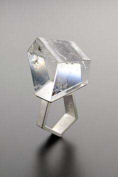Ideas jewerly modern geometric jewels for 2019 Contemporary Jewellery, Modern Jewelry, Jewelry Art, Jewelry Rings, Jewelry Accessories, Jewelry Design, Fashion Jewelry, Unique Jewelry, Jewelry Shop