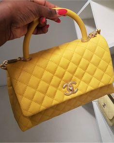✨✨pinterest: xoshawtyy✨✨ Big Bags, Cute Bags, Luxury Bags, Luxury Handbags, Backpack Purse, Purse Wallet, Summer Handbags, Chanel Handbags, Purses And Handbags