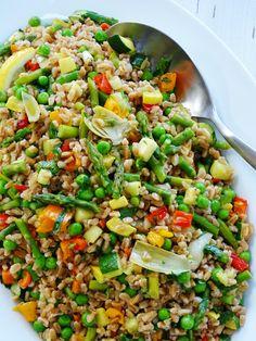 Loaded Farro Salad - Proud Italian Cook loaded with lots of veggies Farro Recipes, Vegetarian Recipes, Cooking Recipes, Healthy Recipes, Budget Cooking, Oven Recipes, Vegetarian Cooking, Easy Cooking, Easy Recipes