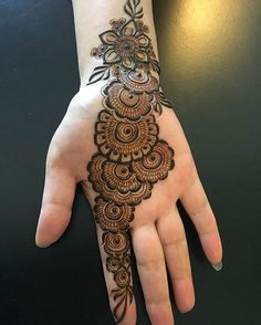 Today Simple And Easy Patterns Latest Mehndi Designs 2019 New Images Henna Hand Designs, Mehndi Designs Finger, Henna Tattoo Designs Simple, Latest Bridal Mehndi Designs, Latest Arabic Mehndi Designs, Full Hand Mehndi Designs, Mehndi Designs For Girls, Mehndi Designs For Beginners, Mehndi Simple