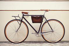 Le vélo selon Berluti http://www.vogue.fr/vogue-hommes/mode/diaporama/le-velo-selon-berluti/18069