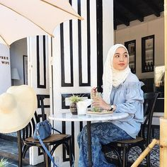 Hopped on the off shoulder bandwagon when @poplook made the halal version!🌸 (In @poplook lace scarf, Ebony pants & Barnaby poet sleeve off shoulder top - #finallyhalalversion #blessyoupoplook) . . . . . . #ajoytofly #silkairmarvellaos #travel #travelgram #travelootd #wanderlust #luangprabang #laos #modestfashion #hijabfashion #singaporeblogger #hijabblogger #sgblogger #poplookootd #travelinpoplook #cafe #DalillahInLaos