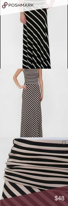Buckle striped convertible maxi dress BKE red stripes maxi dress, or it can be folded down to wear as a maxi skirt. Color is first and fourth picture, other two are to show fit. Very good condition. Buckle Dresses Maxi