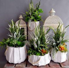 Sukulenty i wrzosy w przecieranych donicach komplet Deco Floral, Jar, Table Decorations, Plants, Furniture, Home Decor, Google, Atelier, Decoration Home