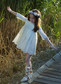 Little Girl Poses, Little Girl Dresses, Girls Dresses, Beautiful Little Girls, Beautiful Children, Cute Fashion, Kids Fashion, Photo Souvenir, Shooting Photo