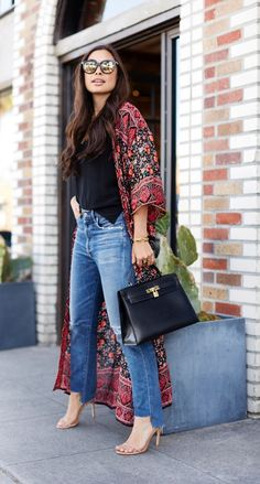 How to Style Kimonos: A Quick Guide - Fashion Enzyme Kimono Outfit, Kimono Fashion, Cool Outfits, Casual Outfits, Fashion Outfits, Style Fashion, Kimono And Jeans, Chic Office Outfit, Kimono Design