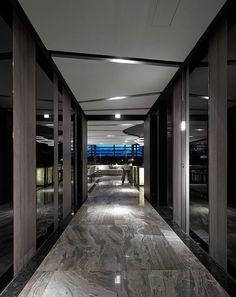Walkway/Corridor/Entrance Home Trends 2018 color trends home Hotel Corridor, Hotel Lobby Design, Corridor Design, Floating Lights, Interior Architecture, Interior Design, False Ceiling Design, Home Trends, Tile Design