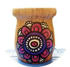 Imagem relacionada Decoupage Art, Clay Pots, Ideas Para, Diy And Crafts, Garden, Vases, Gardening, Block Prints, Decorated Flower Pots