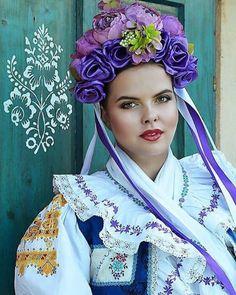 A takto v sobotu nesmie chýbať jedna svadobná ❤️❤️❤️🇸🇰🎻 #praveslovenske od @easyweddingsk ・・・ Ake krasy mame doma!  Prenadherny svadobny kroj je z dielne @ada.etno.art, za foto vdacime folkwedding #slovakwedding #wedding #weddingdress #folk #folklore #folklor #slovakfolklore Folk Costume, Costumes, Folk Fashion, Women's Fashion, Folk Dance, Folk Embroidery, Ethnic Dress, Historical Clothing, Traditional Outfits