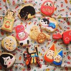 京都マヤルカ古書店にて「オトンコレクション写真展」も明日からスタート! トリゴエカナの郷土玩具モチーフのアイシングクッキーも販売します。新作、山形の猫に蛸、長野の鳩車、新潟の三角だるまも含めて全11種類です! #icingcookie #こけし #だるま #民芸品 #郷土玩具