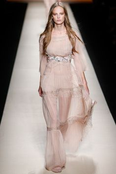 The complete Alberta Ferretti Spring 2015 Ready-to-Wear fashion show now on Vogue Runway.