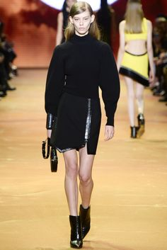 Vogue.com | Ready To Wear 2016 Fall Mugler Collection