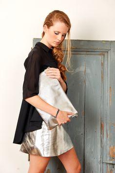 En nuestra nueva temporada descubrirás bolsos de sobre Bissú, de la línea Night Collection, para esas noches en las que quieres estar deslumbrante .  #moda #nuevatemporada #bolsos #outfit #fashion #bag #backpack #instafashion #complements #accessories #outfitoftheday #accesorios #HashTags #beautiful #beauty  #nuevatemporada #spanishblogger #fashionblogger #verano #summertime #outfit #trendy