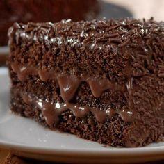 Aprenda a preparar nega maluca com esta excelente e fácil receita. O bolo nega maluca é uma versão aprimorada e ainda mais deliciosa do comum bolo de chocolate,...