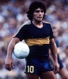 Diego, 1981. Pumas, Diego Armando, Legends Football, Retro Pictures, Freestyle Rap, Professional Soccer, Retro Football, Sports Clubs, Sports Stars