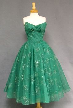 another Perfect dress for that Mad-Men Christmas Eve Party GORGEOUS Emerald Chiffon Strapless Snow-flake Print Cocktail Dress Vintage Prom, Vintage Glamour, Vintage Mode, Vintage Green, Vintage Beauty, 50s Dresses, Pretty Dresses, Fashion Dresses, Wedding Dresses