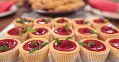 November 23 Nursel& Cuisine Canan Hanım Recipe with Raspberry Cheesecake for tea time. Easy Cheesecake Recipes, Cheesecake Cupcakes, Raspberry Cheesecake, Pumpkin Cheesecake, Easy Cake Recipes, Cookie Recipes, Köstliche Desserts, Delicious Desserts, Yummy Food