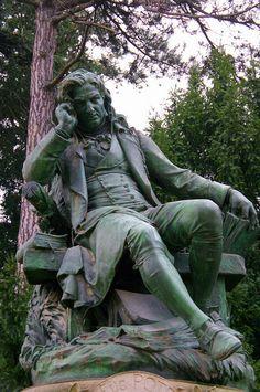 Paris Jardin des plantes sculpture bronze Jacques-Henri Bernardin de Saint-Pierre par Louis Holweck