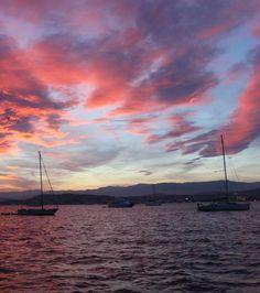 Se laisser bercer par le rythme des #flots.  #sunset #boat #sky #sea #sailing #holidays