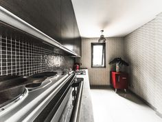 COCINA  Para la cocina, elegimos un diseño de Picnic nro.2 de MURESCO, que es una colección dotada de diseño. Los dibujos unen la brecha entre la artesanía y la producción industrial.