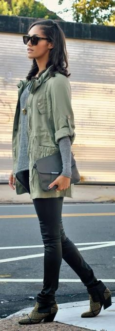 love how she paired the green lightweight vintage style military jacket with leather, wayfarers and studded boots.  Edgy yet casual!