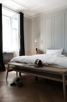 I love the long wooden bench at the end of this bed.