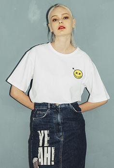 UnitedWappen SMILE LAYERED OVERSIZE T-SHIRTS (White) 유나이티드 와펜의  스마일 로고 페이크 레이어드 티셔츠