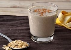 Oatmeal, banana, chia and almond smoothie Healthy Snacks For Diabetics, Health Snacks, Healthy Dinner Recipes, Granola, Bebidas Detox, Healthy Food Delivery, Nutrition, Natural Remedies For Anxiety, Yummy Drinks