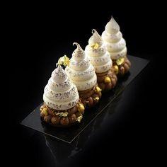 Noel les plus belle bûches signatures Gourmet Desserts, Fancy Desserts, Plated Desserts, Just Desserts, Delicious Desserts, Dessert Recipes, Mini Pastries, Decoration Patisserie, Pastry Art