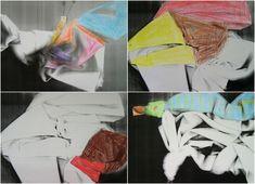 Látková kouzla - LÁTKOVÁ KOUZLA - v náhodném tvaru zmuchlané látky hledat náznaky lidí, zvířat, věcí a objevený tvar na xerokopii barevně zvýraznit (xerokopie dokreslovaná pastelkami)