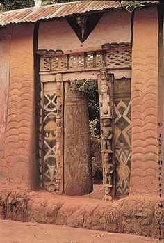 Art And Architecture Of The Igbo People - Culture - Nigeria Vernacular Architecture, Historical Architecture, Art And Architecture, Architecture Details, Old Doors, Windows And Doors, African House, Afrique Art, Interesting Buildings