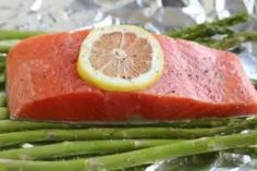 How to Cook Salmon from Frozen Recipes With Fish And Shrimp, Salmon Recipes, Seafood Recipes, Baked Salmon And Asparagus, Asparagus Recipe, Ww Recipes, Cooking Recipes, Healthy Recipes, Healthy Foods