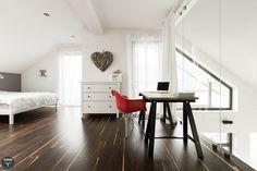 Sypialnia, miejsce do pracy, biała komoda