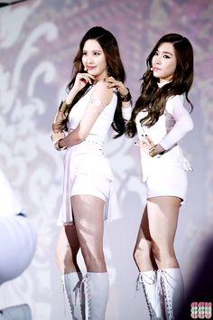 Girls' Generation Seohyun & Tiffany